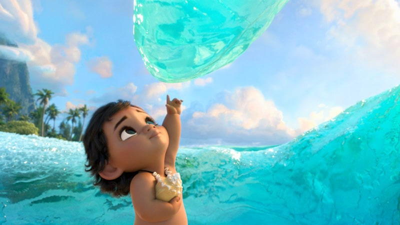 Vaiana bébé fait la rencontre de l'océan