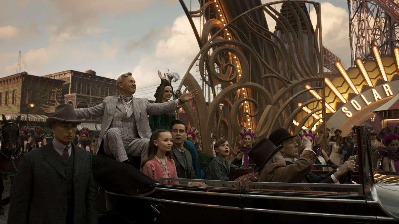 Michael Keaton et Colin Farrel dans Dumbo de Tim Burton