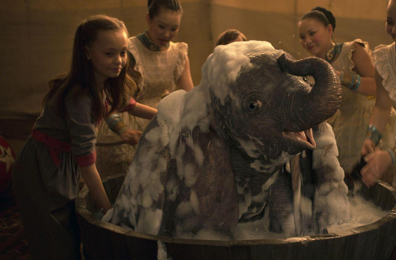 Nico Parker et Finley Hobbins dans Dumbo
