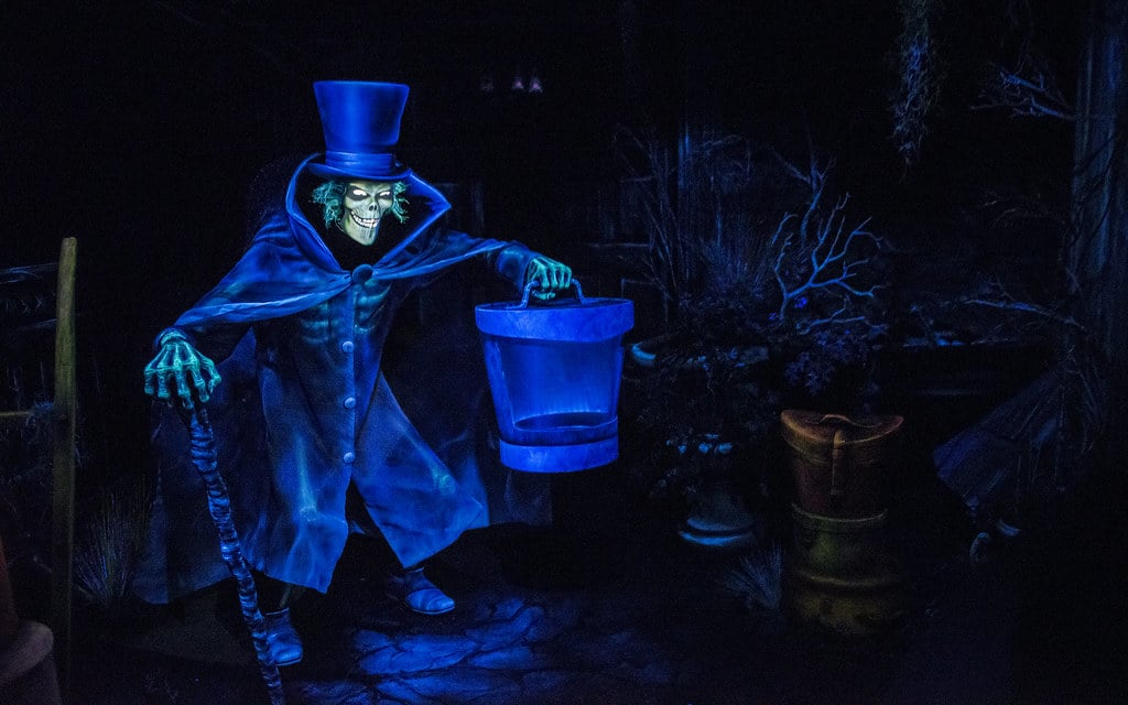 Hatbox Ghost de Haunted Mansion à Disneyland / Source : disneyphotoblography.com