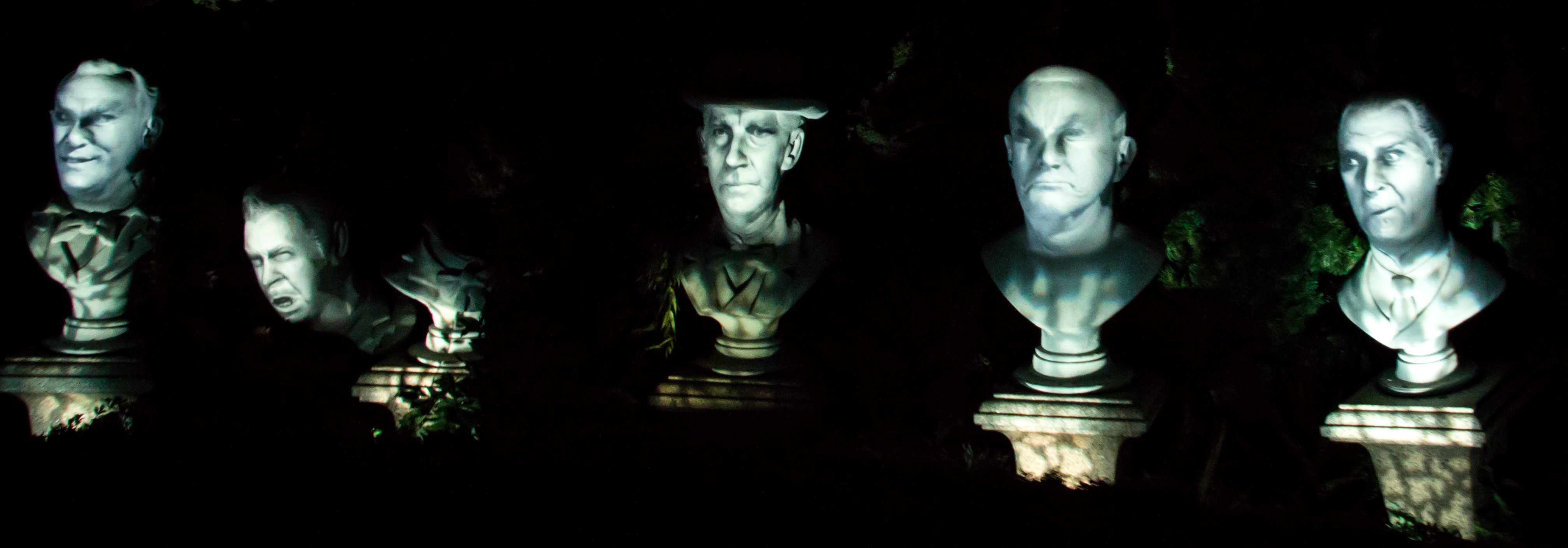 Singing Busts de Haunted Mansion / Phantom Manor / Source : dawgshed.com @Syrinx