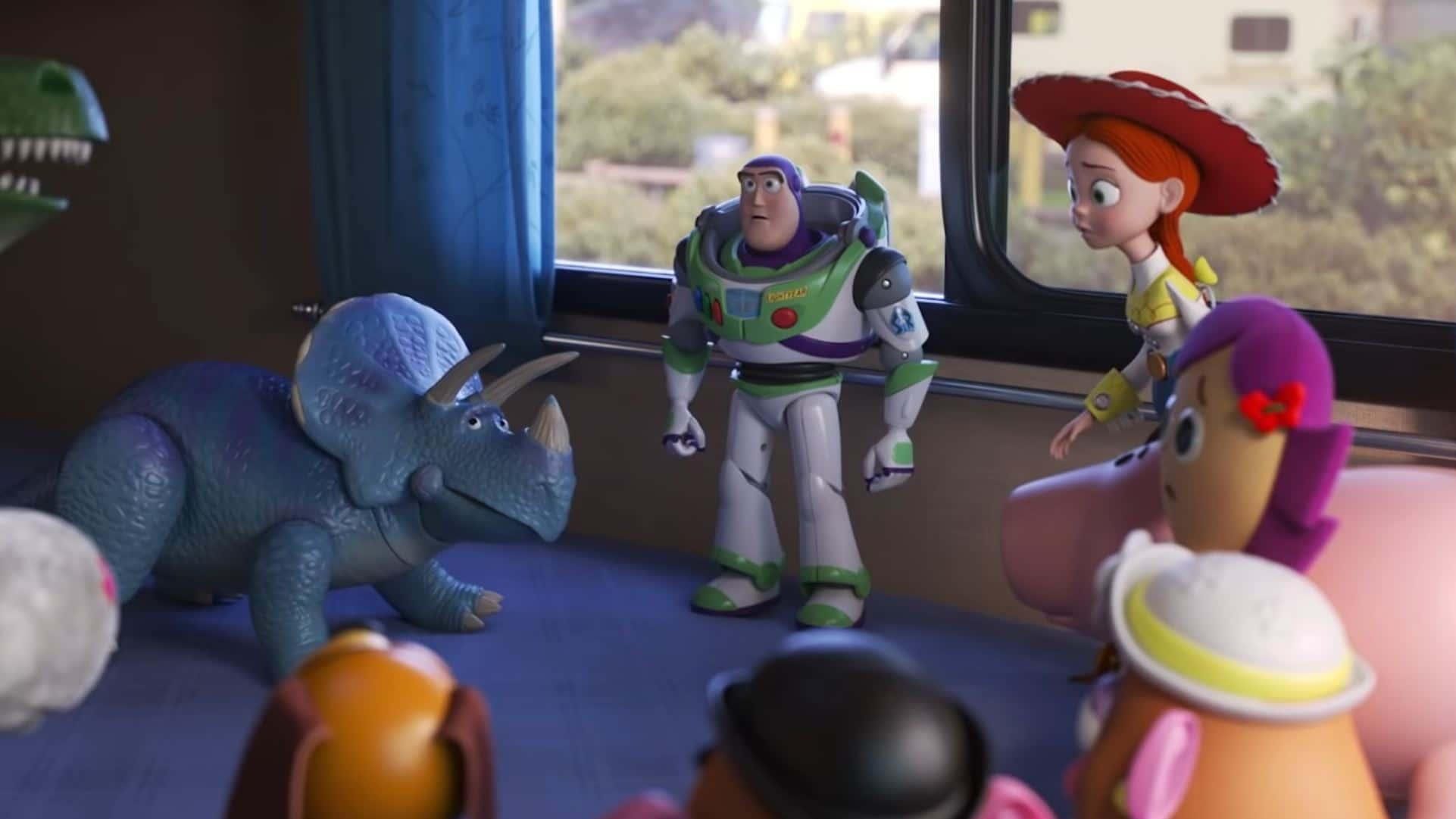 Jessy et Buzz élaborent un plan pour retrouver Woody